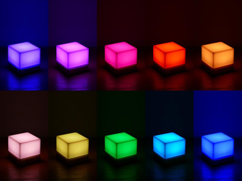 「カラー切替」モードの様子。約1分45秒のサイクルでゆっくりと光色が変化する