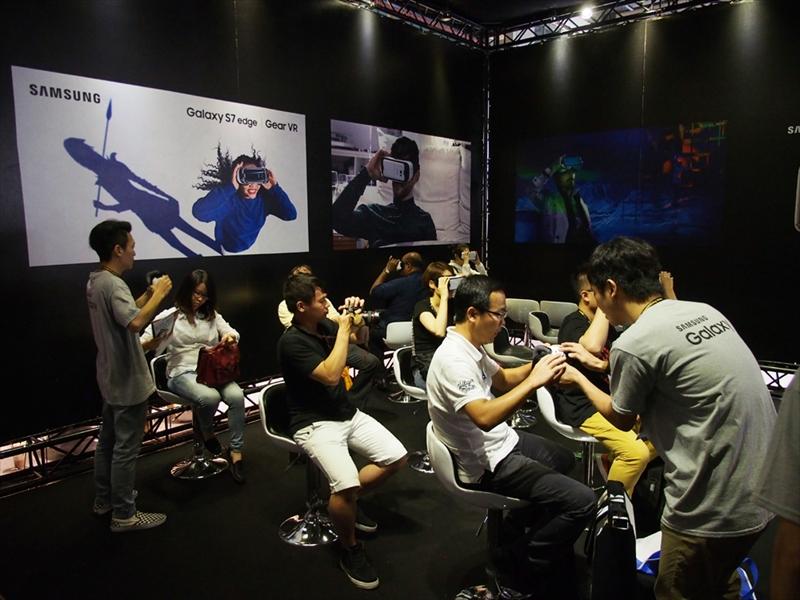 サムスンは、「Gear VR」の体験コーナーを用意