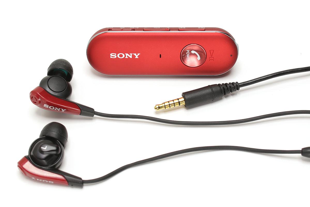 左がソニーの「MDR-EX31BN」で、Bluetoothステレオヘッドセットです。右はロジクールの「Wireless Headset H800」で、こちらもBluetoothステレオヘッドセットです。