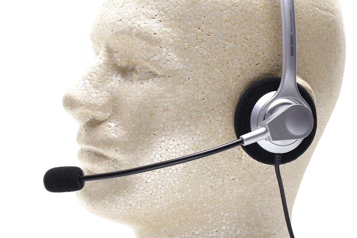 アームマイクは前後に大きく動きます。ので、左耳用としても右耳用としても使えます。