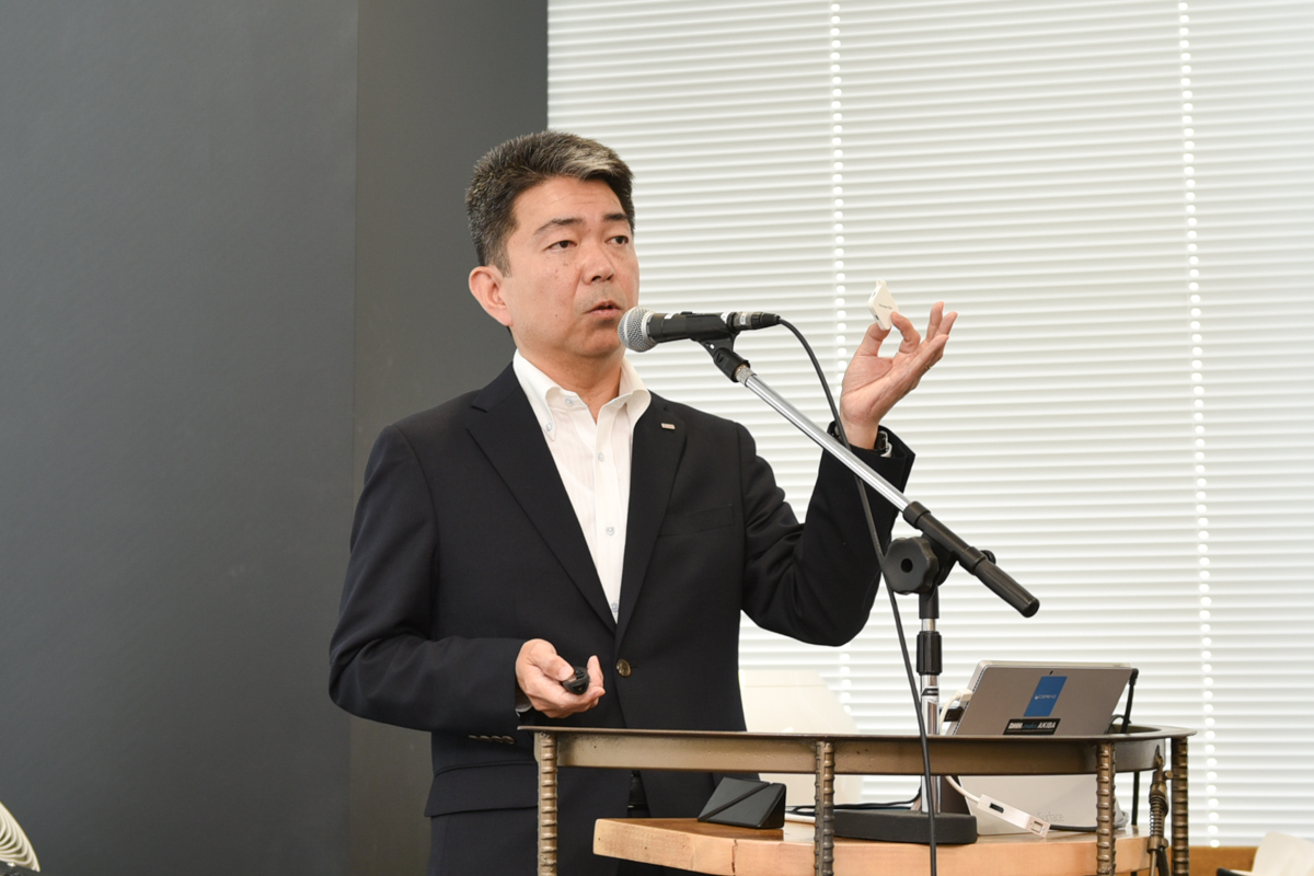 NTTドコモ 移動機開発部 部長の徳弘徳人氏