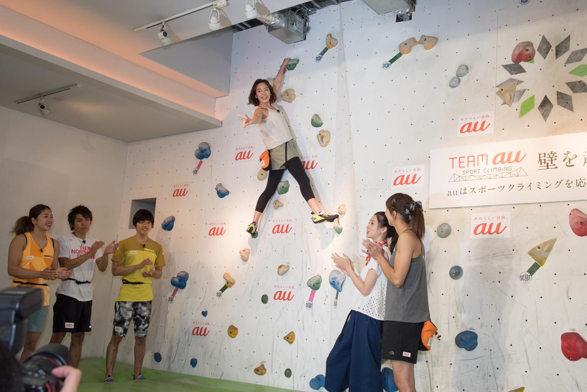 幼少期にボルダリングを体験したことがあるという筧美和子は、さらに高い課題もクリア