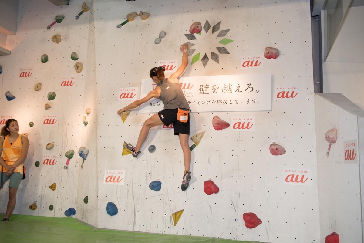 """野口啓代選手。世界トップクラスの選手にとって、実演した課題の難易度は""""ハシゴを登るようなもの""""だとか"""