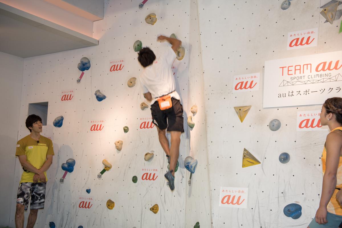 楢崎智亜選手。高い位置のホールドまで一気に飛び移る技を披露