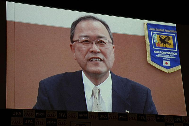 ビデオメッセージで登場したKDDIの田中社長