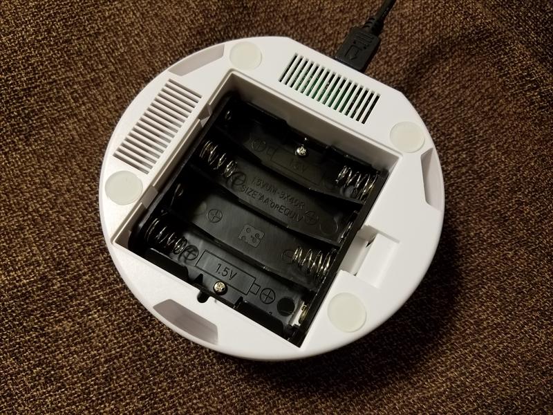 Micro USBで給電できるほか、電池でも駆動する