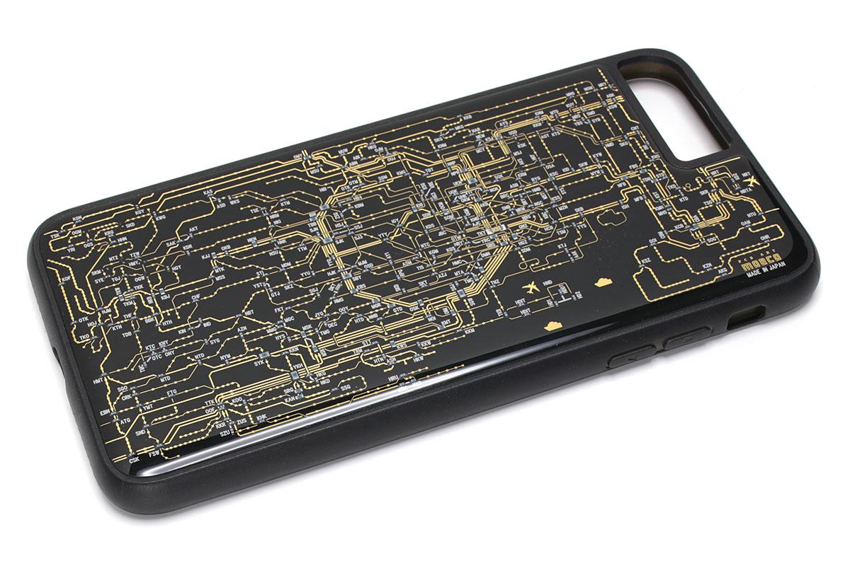 iPhone 7 Plus用ケースの「FLASH 東京回路線図」。ケースとしては至ってベーシックな薄型ジャケットです。ケースを装着した状態でも、iPhoneの各ボタンやコネクタ類は問題なく扱えて、カメラやスピーカー穴などと干渉することもありません。