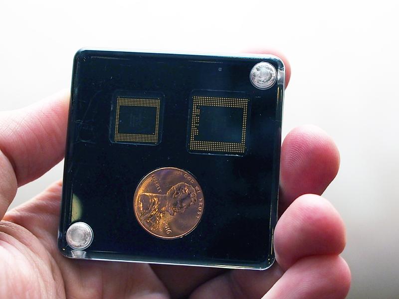 左が「Snapdragon 835」。「Snapdragon 820」よりコンパクトになっている