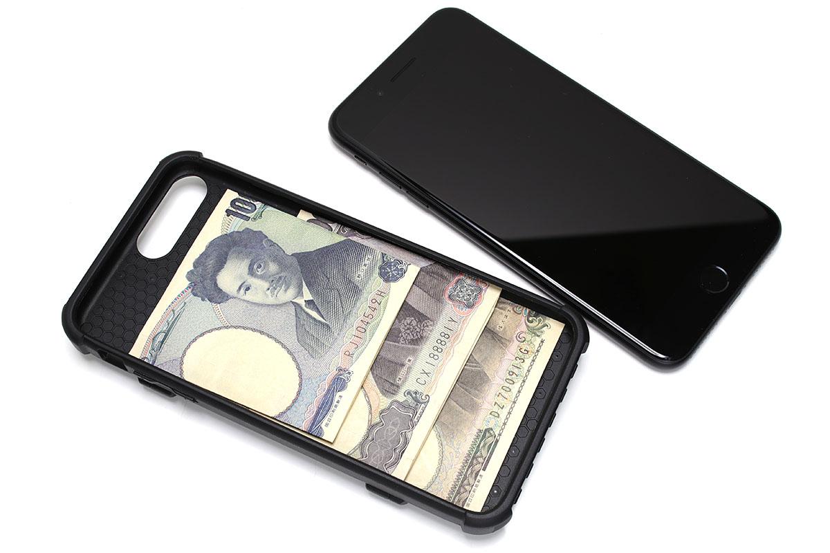 表側はオープンで、画面以外の部分はしっかり保護されます。端末とケースの間に紙幣を忍ばせることもできます。