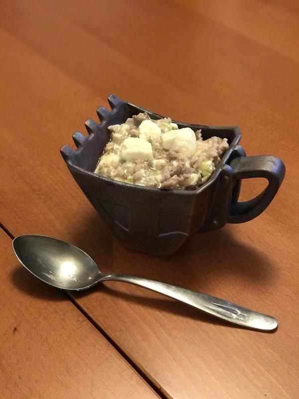 公式サイトでカレーを盛っていたので、麻婆豆腐を盛ってみました。よく分からないものになりました