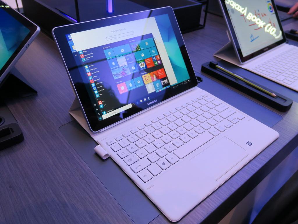 Windows 10搭載の2in1ノート「Galaxy Book」