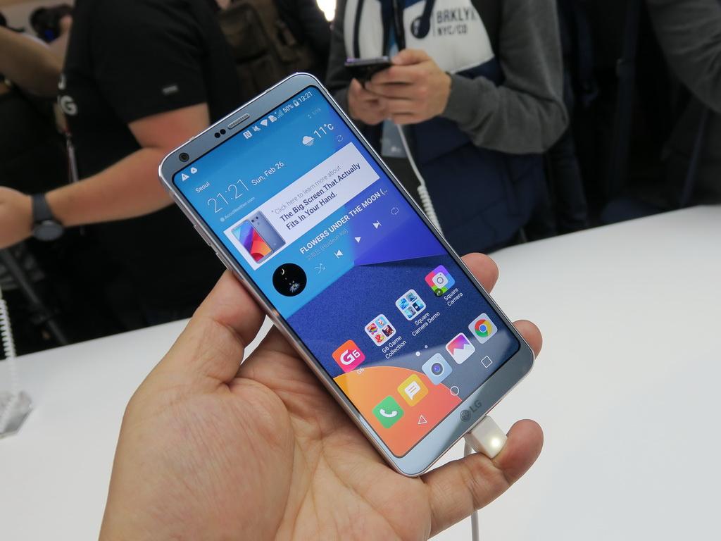 LGエレクトロニクスは18:9のフルビジョンディスプレイを搭載したLG G6を発表
