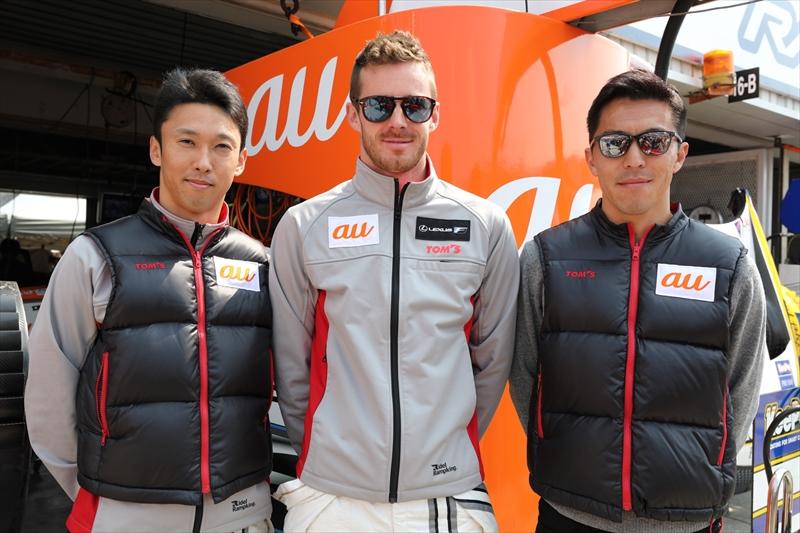 (左から)中嶋一貴選手、ジェームス・ロシター選手、伊藤大輔監督