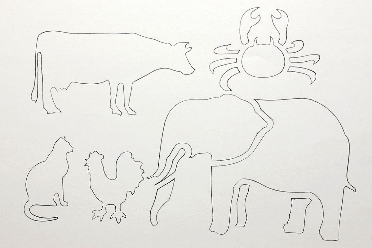 左は「SAFARI」。いろいろな生物を描けますが、テンプレートの細部が細かすぎるので、細部まで正確になぞって描くのは困難です。大雑把なカタチなら描けます。それぞれの生物のスケールもバラバラです。