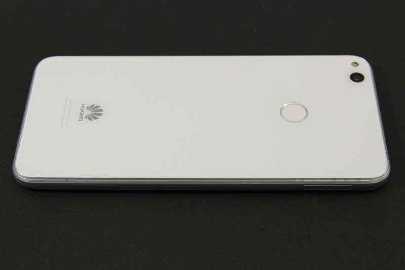 nanoSIM 2枚か、microSD+nanoSIMの組み合わせに対応(国内ではnanoSIM 2枚の同時利用は不可)