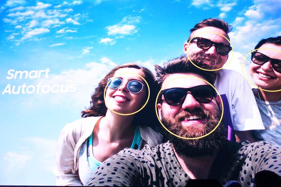 インカメラの顔認識AF