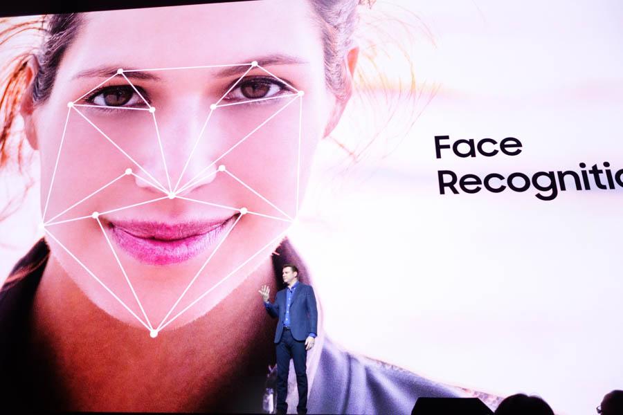 顔認証機能も搭載