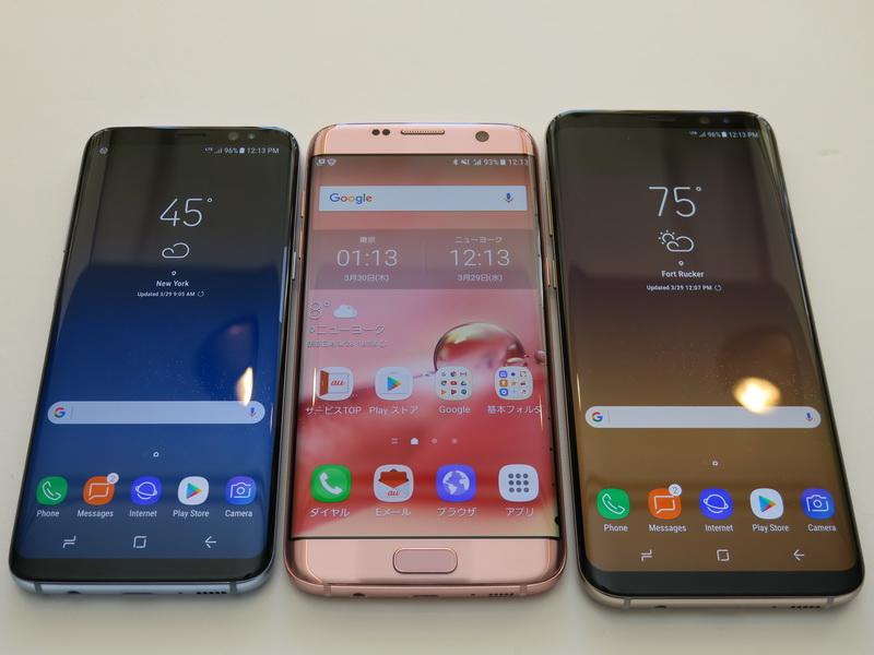 従来のGalaxy S7 edge(中央)と並べてみると、より大きなディスプレイを搭載しながら、Galaxy S8(左)がコンパクトにまとめられていることがよくわかる。Galaxy S8+(右)もわずかなサイズアップで、かなり大きなディスプレイを搭載する