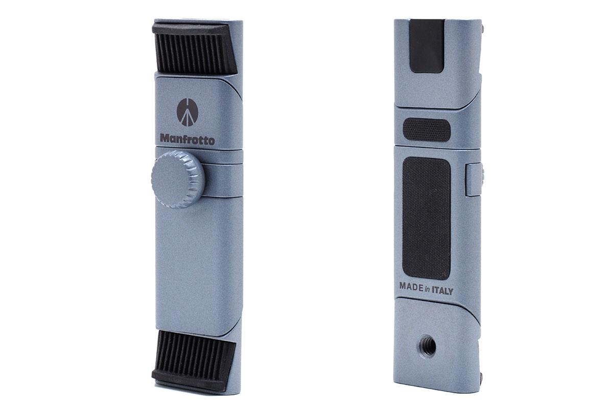 マンフロットの「TwistGrip スマートフォンアダプター」。こんなふうに変形するアルミ製のスマートフォンホルダーです。伸ばした状態では長さ10.8×幅3cmで、ネジを含んだ厚さは1.8cm。質量は80g。