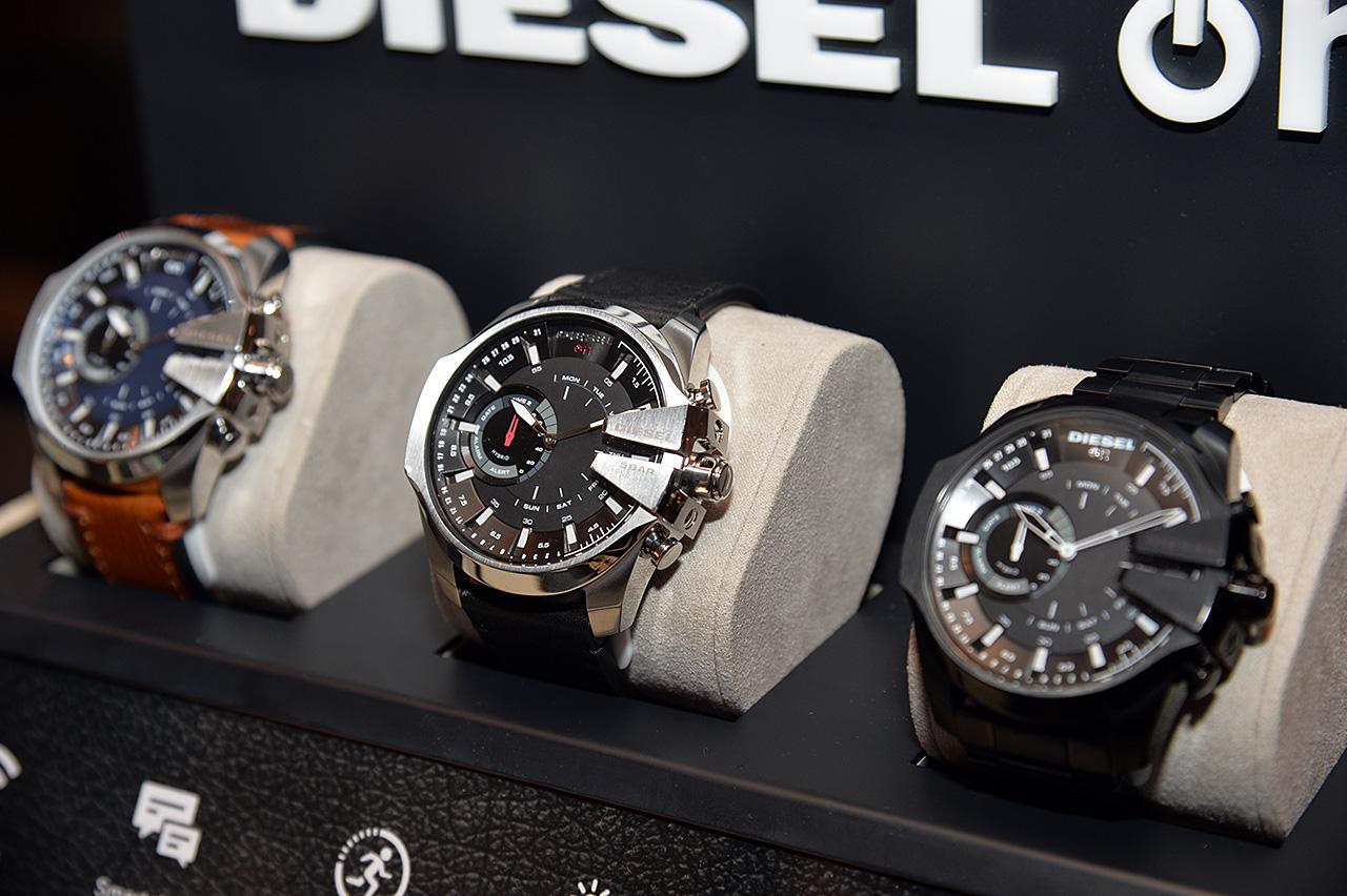 ディーゼルのConnectedモデルは、「DIESEL ON」。既存のハイブリッド型モデルも、ファンクションボタンの自由度を増した製品がラインナップされる。