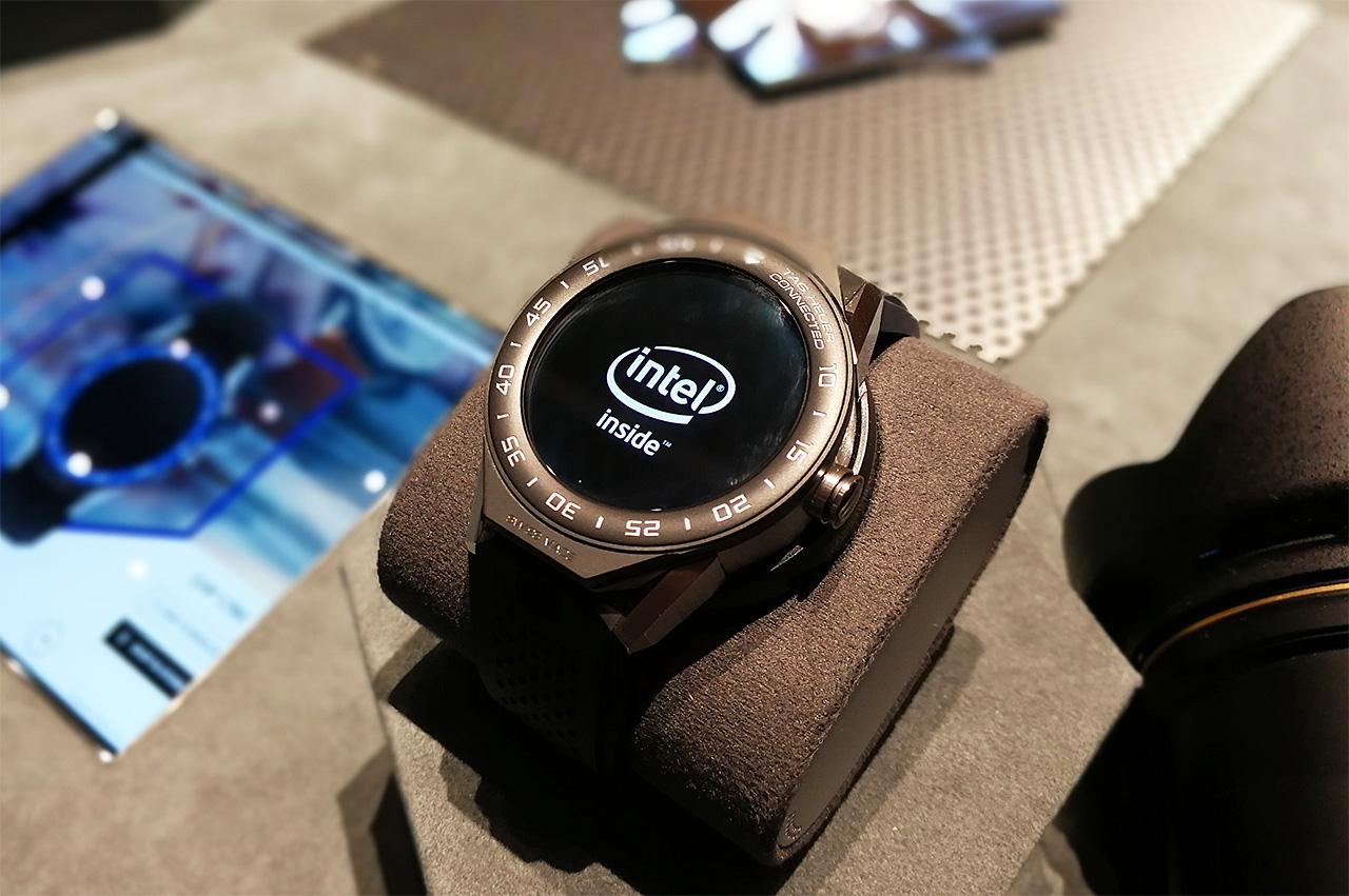前モデルに続いて「Intel入ってる」。