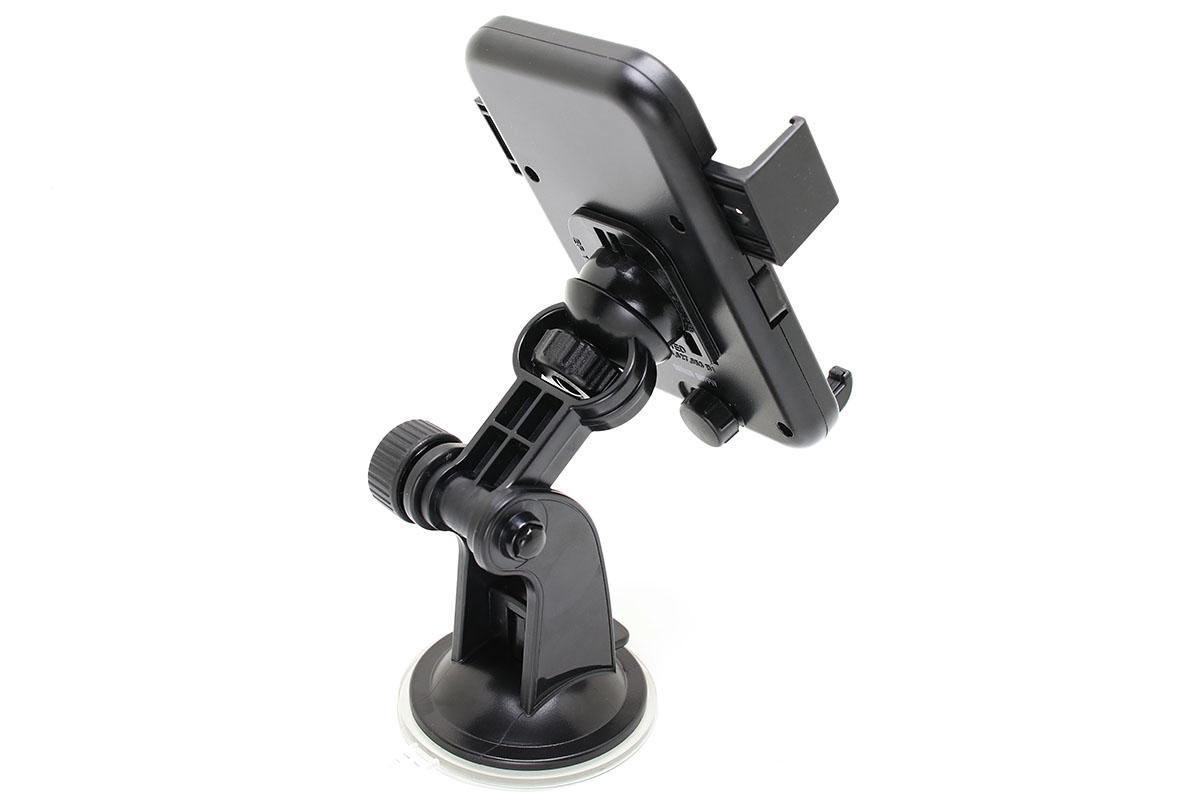 サンワダイレクトの「iPhone 7 Plus/6s Plus・スマートフォン車載ホルダー 200-CAR036」。粘着吸盤式のホルダーで、2箇所に関節がある短いアーム式です。