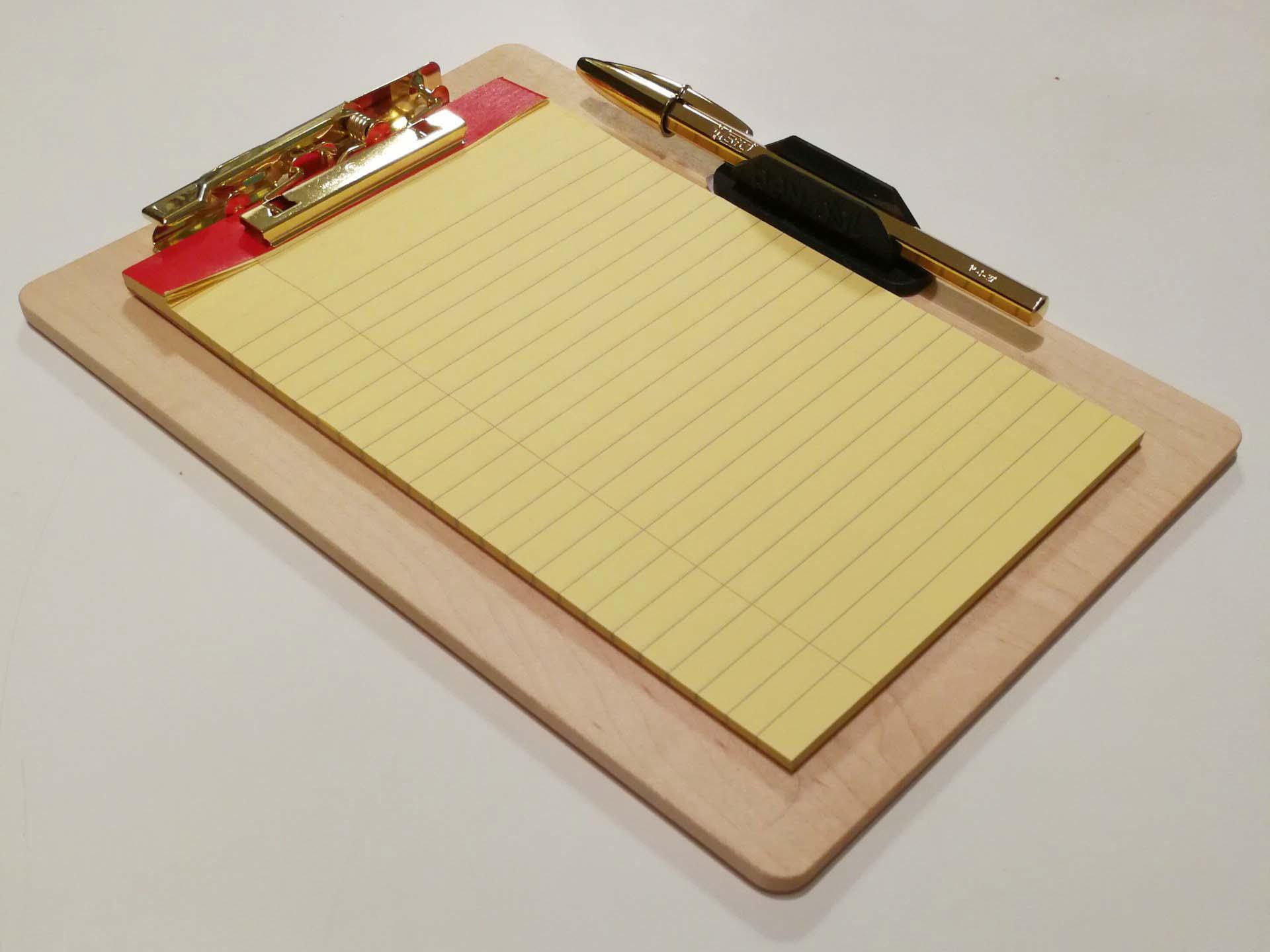 知人に作っていただいたクリップボードも筆記即戦力型に返信