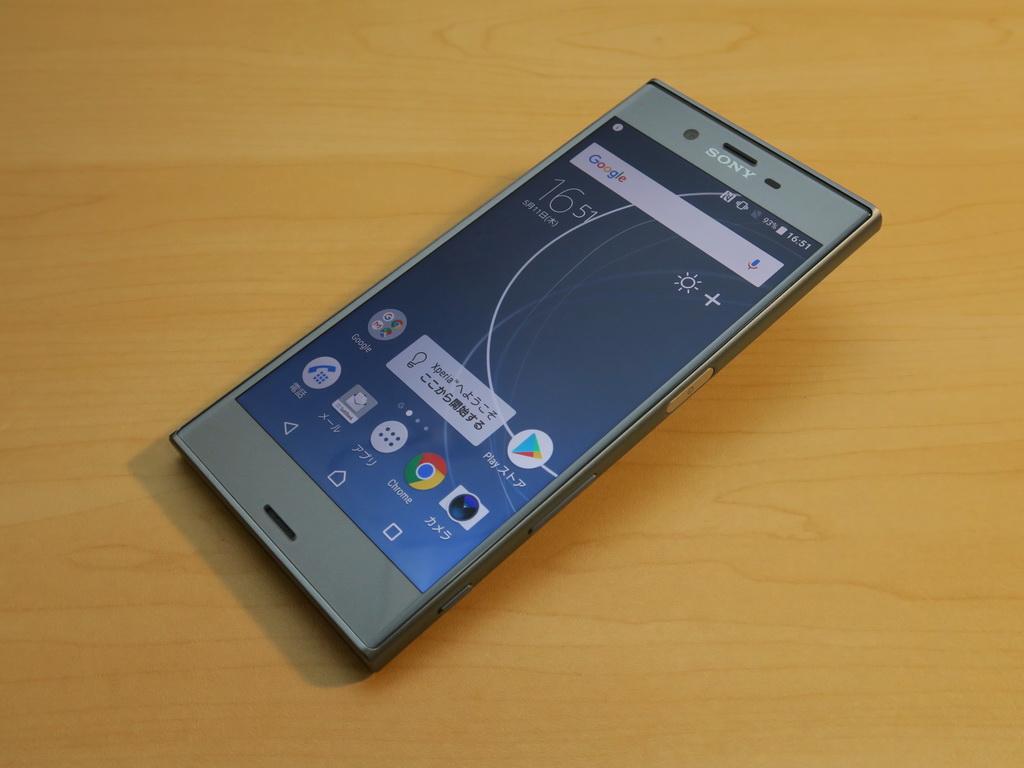 ソフトバンク/ソニーモバイル「Xperia XZ 602SO」、約146mm(高さ)×72mm(幅)×8.1mm(厚さ)、約161g(重量)、アイスブルー(写真)、ブラック、ウォームシルバー、シトラス