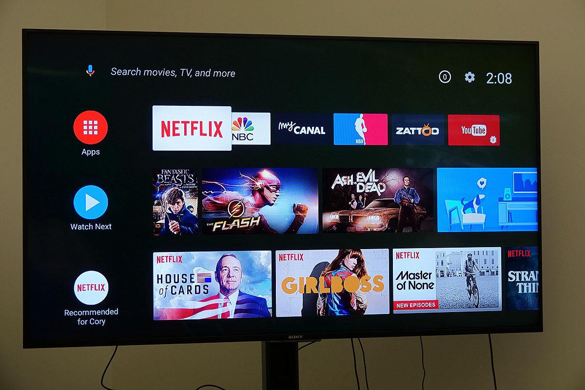 上からApps、Watch Next、Netflixのアイコンが並ぶ。横にはそれぞれのお勧めコンテンツが表示されている。サムネイルの一部はクリップ動画になっている