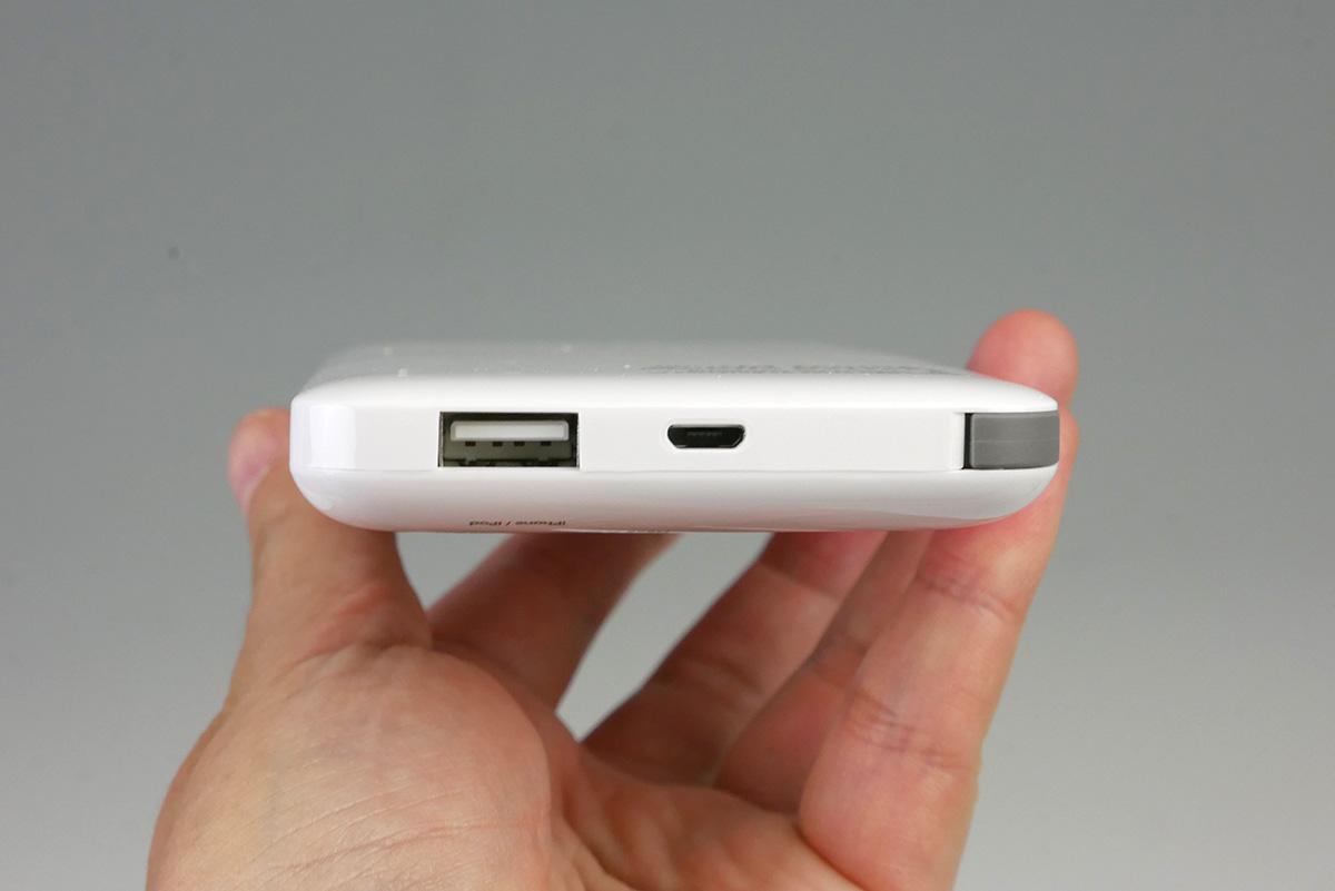 内蔵ケーブルの以外に、USB A端子を1つ備える