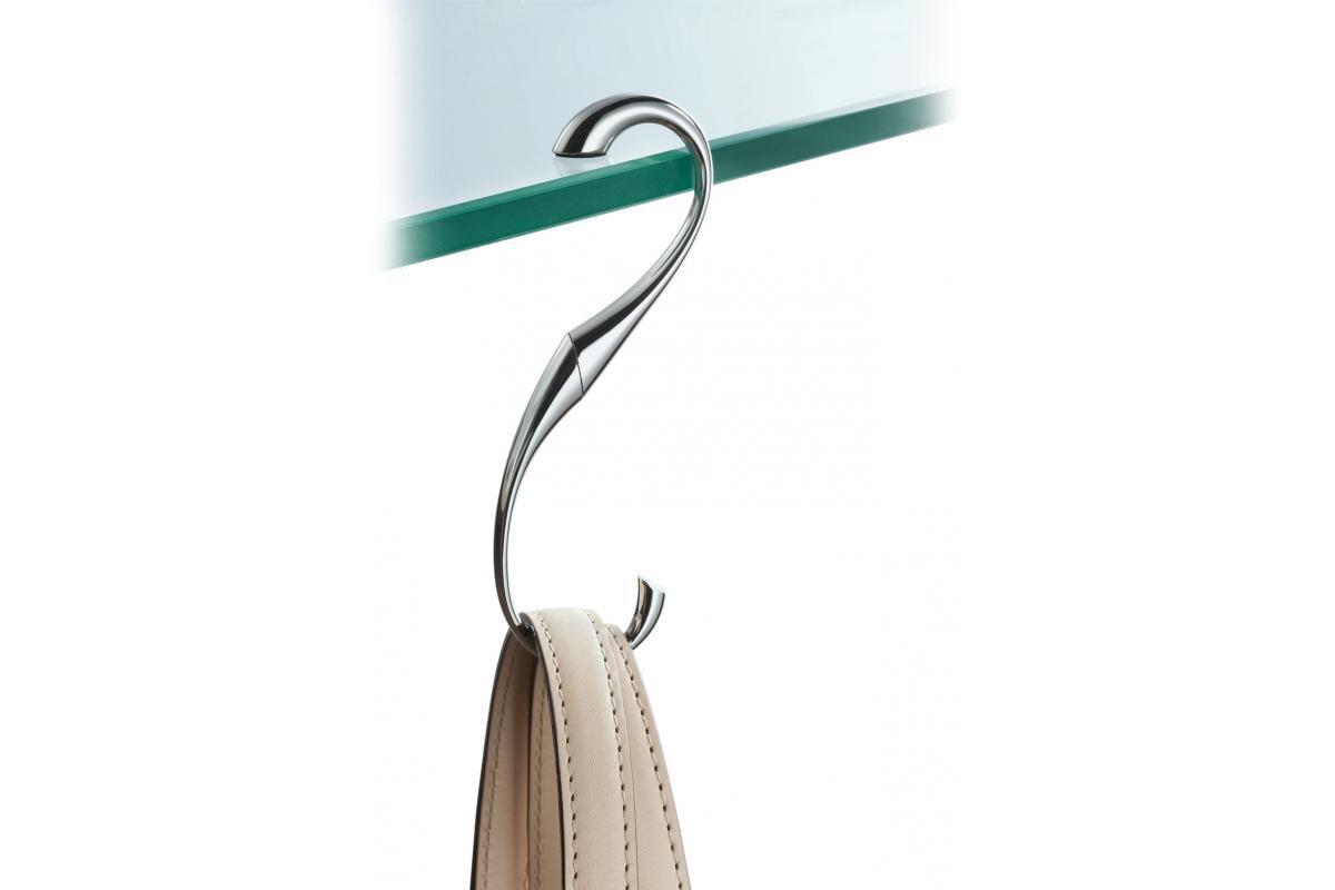 ハンガー部の開口が狭めなので、吊せる取っ掛かりを少々選びます。でもバッグに装着して携帯する様子はサマになりますネ♪ ※一部画像はメーカーウェブサイトより抜粋。
