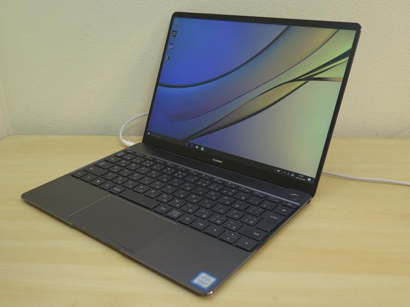 ファーウェイ HUAWEI MateBook X(14万4800円~)<br>サイズ:約286(W)×211(D)×12.5(H)mm<br>重量:約1.05kg<br>CPU:第7世代インテル Core i7/Core i5プロセッサー<br>メモリー:8GB<br>ストレージ:512/256GB<br>ワイヤレス:IEEE 802.11 a/b/g/n/ac、Bluetooth 4.1<br>カラー:スペースグレー(写真)、ローズゴールド、プレステージゴールド