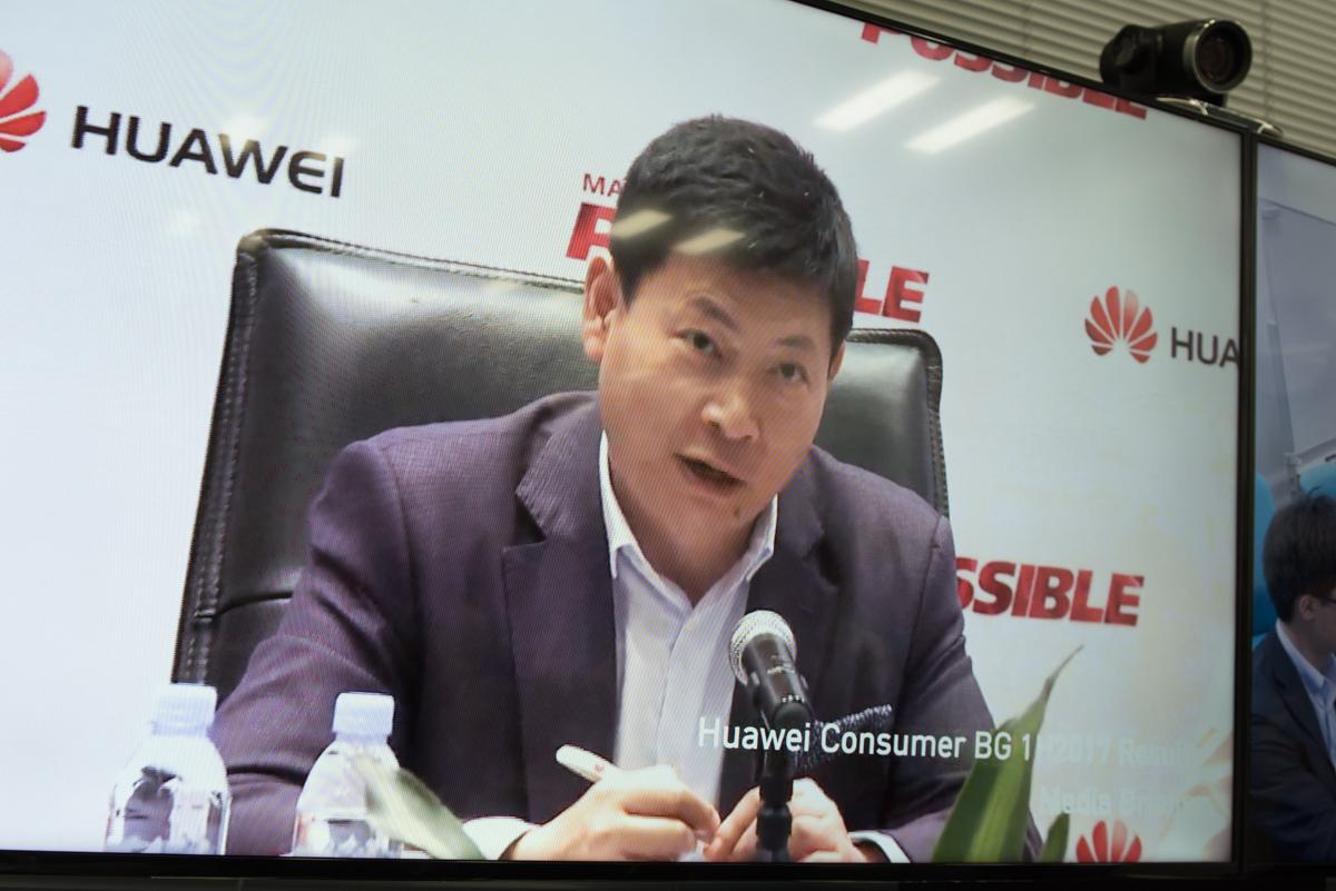 日本のメディアは会議室から中国・深センの発表会に参加できた
