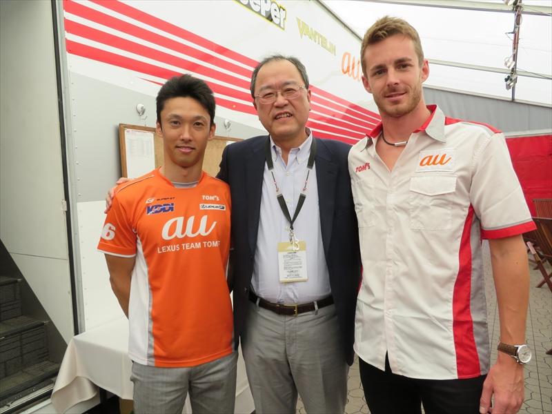 au TOM'Sのドライバー、中嶋一貴選手(左)、ジェームス・ロシター選手(右)と
