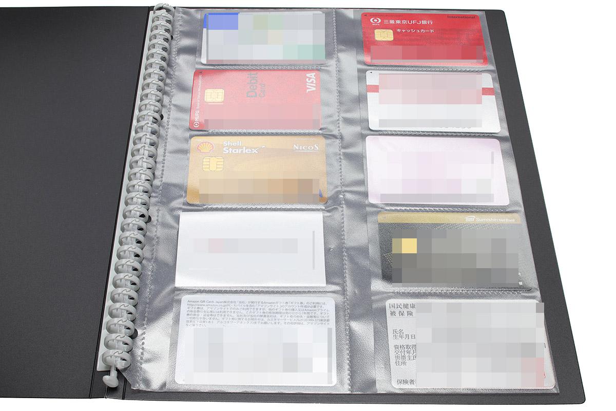 A4・30穴タイプに対応の、名刺用ポケットやハガキ用ポケットを使えば、カードや冊子類をA4ファイルサイズで整理&保管でき、スッキリ! 年金手帳はハガキサイズのポケットだとギリギリなので、A5×2枚タイプのポケットに入れたほうがいいかもしれません。