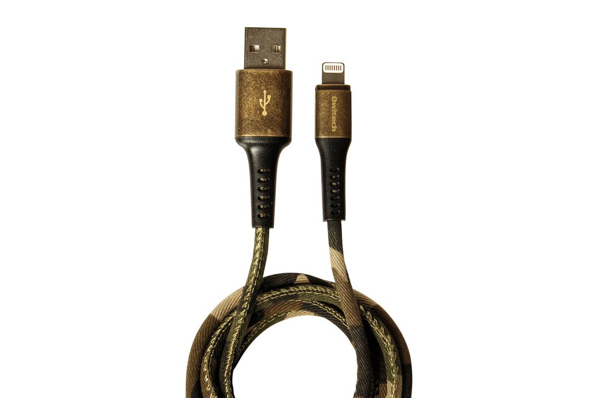 オウルテックの「OWL-CBJDCLT シリーズ」。表面が布で覆われたUSBケーブルで、デニム調と迷彩調から選べます。ケーブル自体はまあまあ柔らかめ。コネクタ部はメタルで、ケーブルとの接続部は長めで樹脂製。ケーブルは12000回の折り曲げテストに合格しています。わりとしなやかで扱いやすいケーブルで、タフさも十分という印象です。