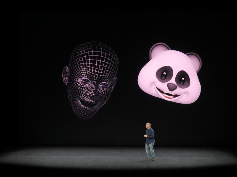 Face IDの特徴点を認識する技術を応用し、キャラクターを動かすことができるアニ文字。顔の表情だけでなく、頭の動きも連動する