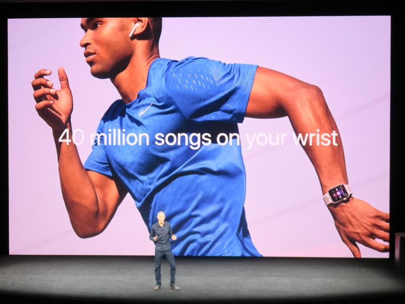 AirPodsやBluetoothヘッドセットと接続すれば、Apple Musicの約4000万曲の音楽を楽しながら、走ることが可能