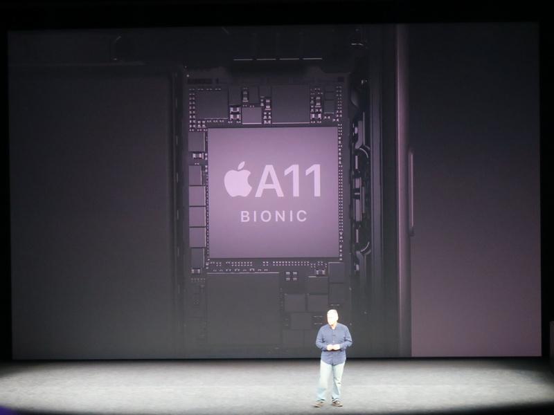 チップセットは新開発のA11 BIONICチップを採用