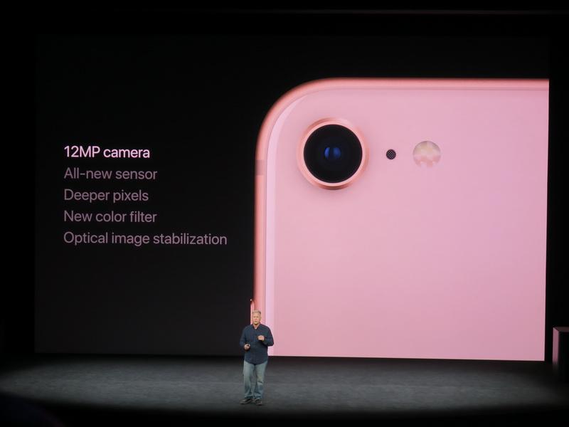 iPhone 8の背面のカメラは新設計の12MPのイメージセンサーが採用される。光学手ぶれ補正にも対応