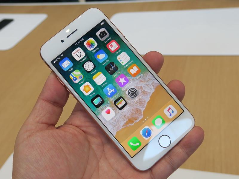 iPhone 8の前面。基本的にはiPhone 7のデザインを継承している