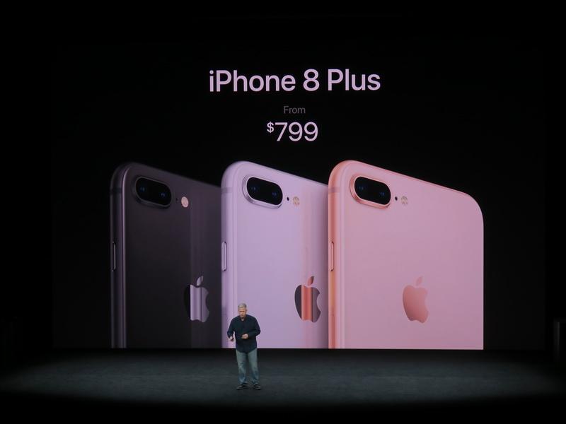 iPhone 8 Plusも3色がラインアップされ、価格は799ドルから