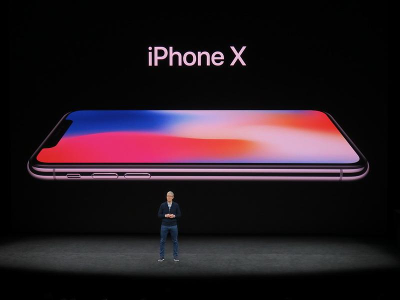 スマートフォンの将来を指し示す「iPhone X(テン)」を発表