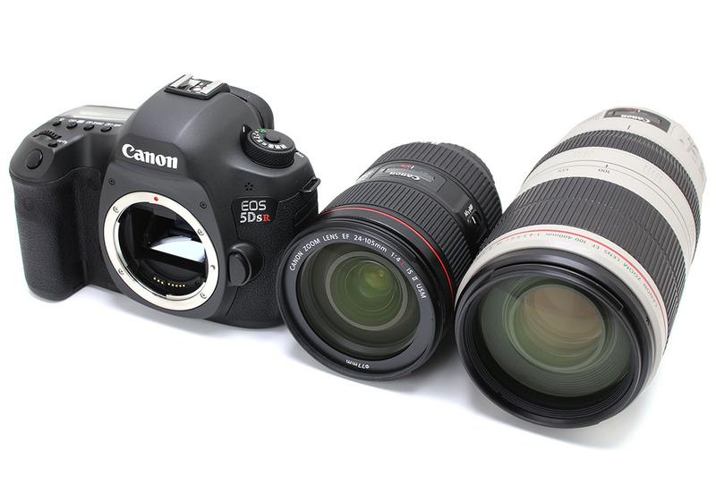 """キヤノン「EOS 5Ds R」(<a href=""""http://cweb.canon.jp/eos/lineup/5dsr/"""" class=""""n"""" target=""""_blank"""">公式ページ</a>)。「約5060万画素の圧倒的な高解像度」のデジタル一眼レフです。写真のレンズは「EF 24-105mm F4L IS II USM」と「EF 100-400mm F4.5-5.6L IS II USM」ですが、これら以外に45mmと90mmのTS-Eレンズを使っています。"""