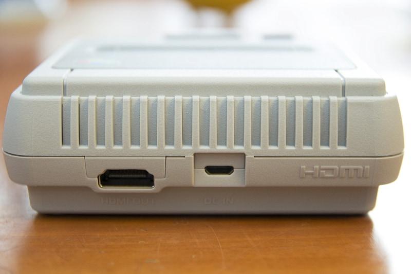 大きく記された「HDMI」ロゴがシュール