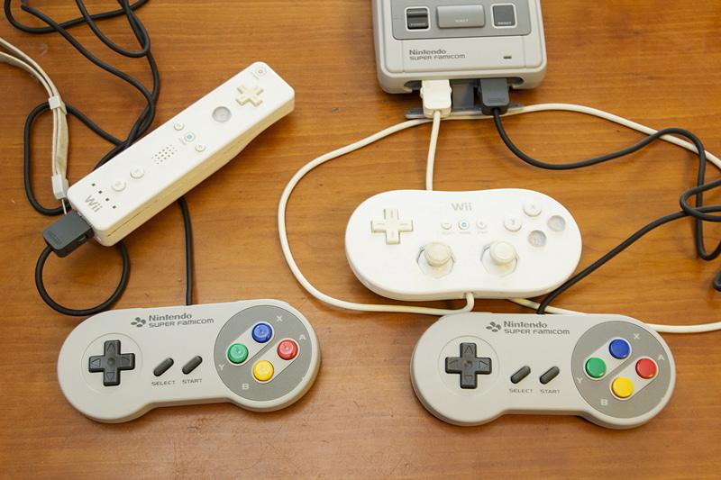 Wii用のコントローラーがミニスーファミに流用されたようだ
