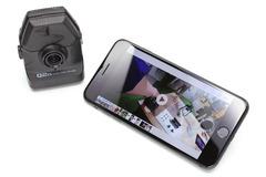iPhoneと好相性の高音質カメラ「Q2n」 音質重視のハンディビデオレコーダーZOOM「Q2n」。音楽演奏を高音質で録画できるカメラで、小型・軽量。マイクスタンドに装着できたり、カメラ三脚にセットできたりしつつ、風防やホットシューアダプターなどオプション類も豊富です。iOSデバイスと接続して録音したり動画を転送したりすることもできます。