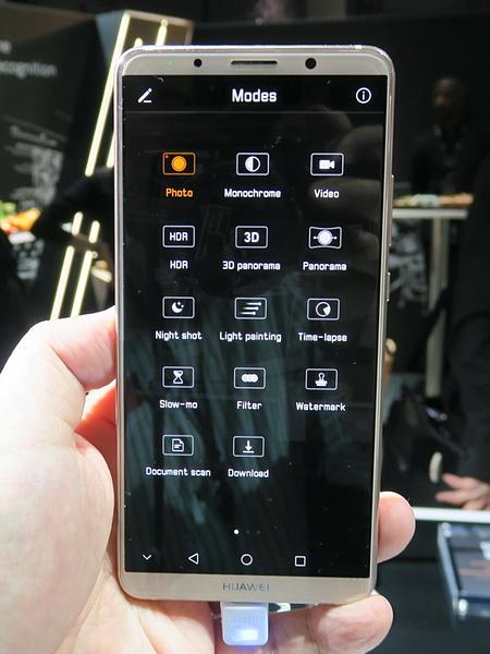 左側から右方向へスワイプすると表示されるカメラモード
