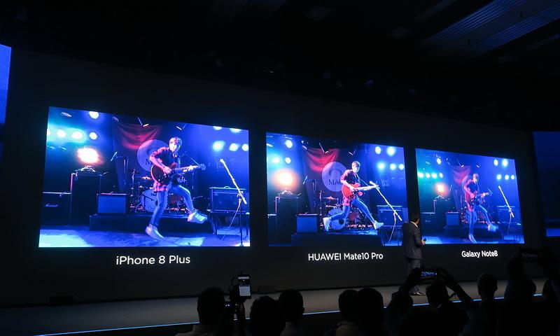ギタリストがステージで演奏中のシーンを撮影したときの比較。HUAWEI Mate 10 Proがいい位置でブレを抑えた撮影ができているのに対し、iPhone 8 PlusやGalaxy Note8はかなりブレが大きく、タイミングも合っていない