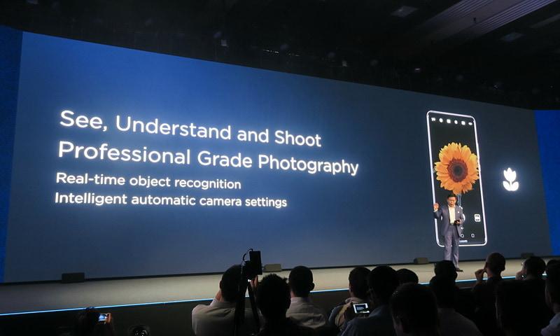被写体をリアルタイムに認識して、カメラの設定を自動的に切り替えるインテリジェントな機能を搭載